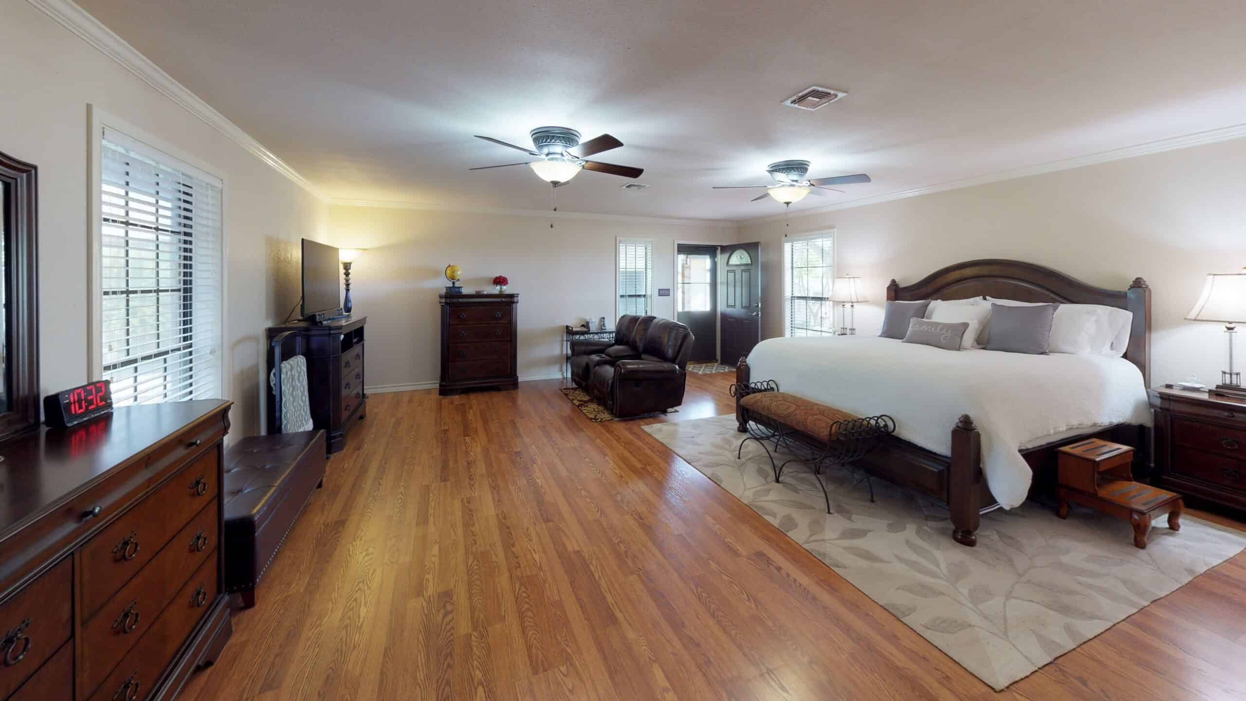 9645-FM-1726-Goliad-TX-77963-Bedroom