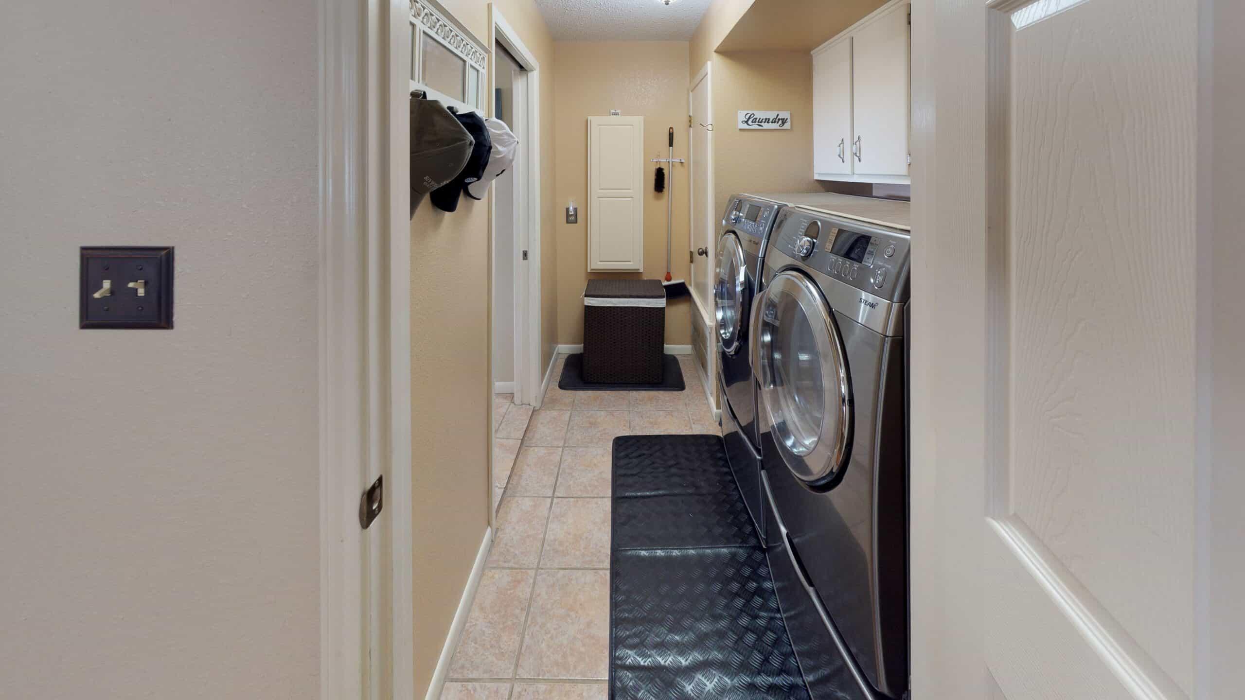 9645-FM-1726-Goliad-TX-77963-Laundry