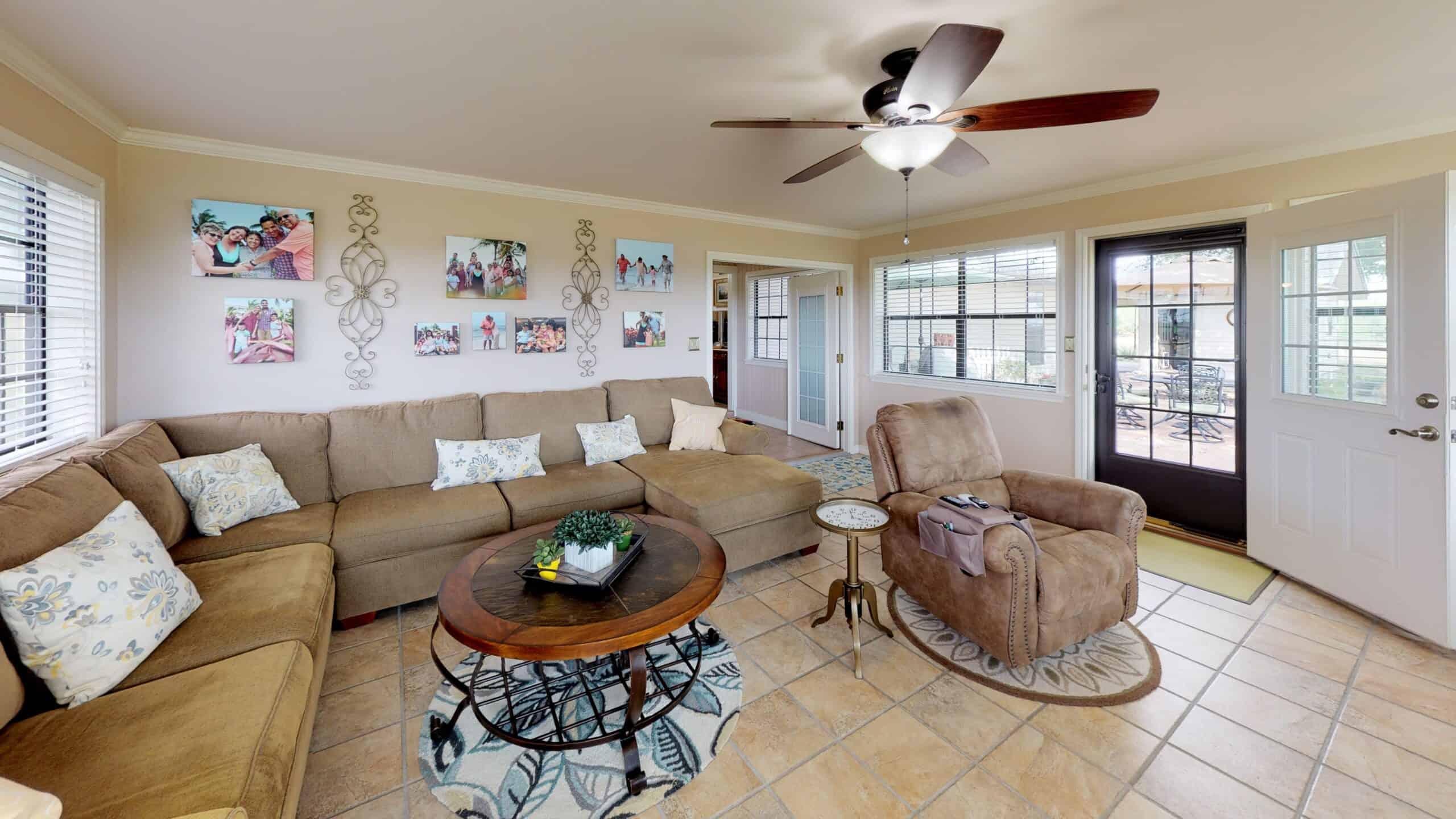 9645-FM-1726-Goliad-TX-77963-Living-Room(4)