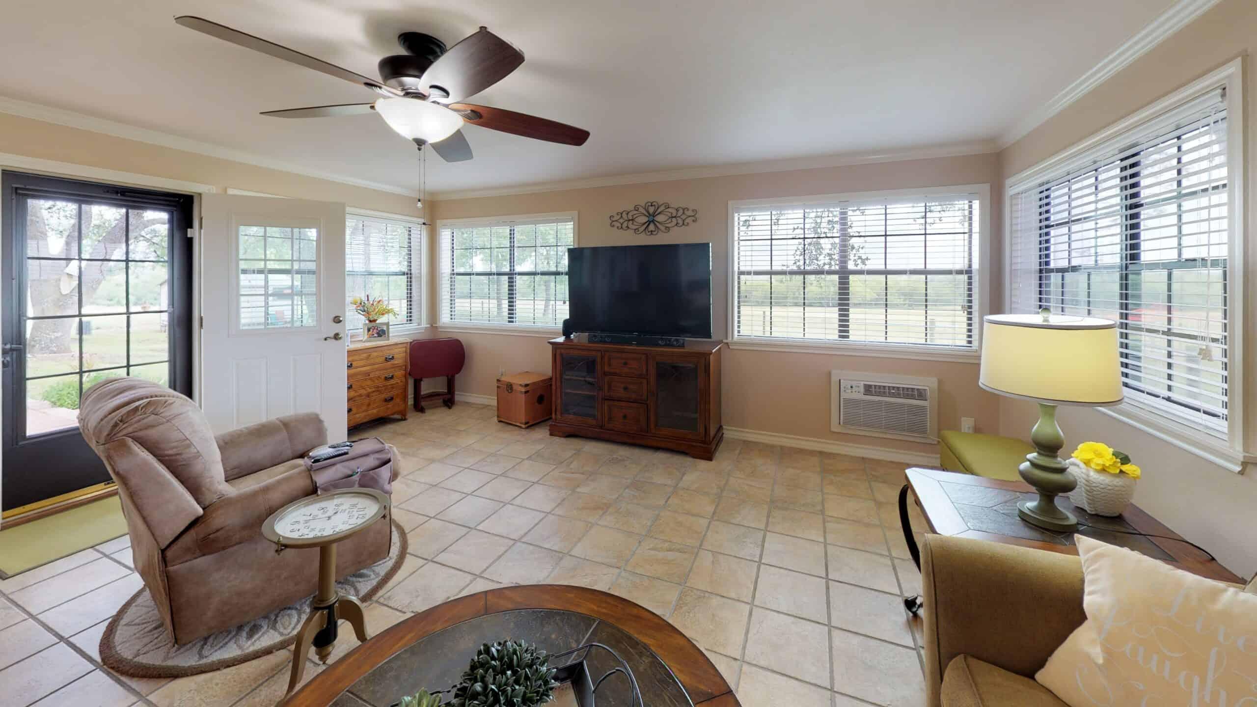 9645-FM-1726-Goliad-TX-77963-Living-Room(5)